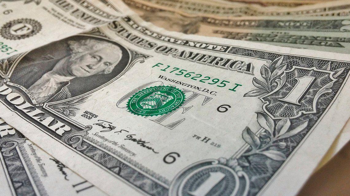 Tras la suba del jueves, el dólar abrió estable