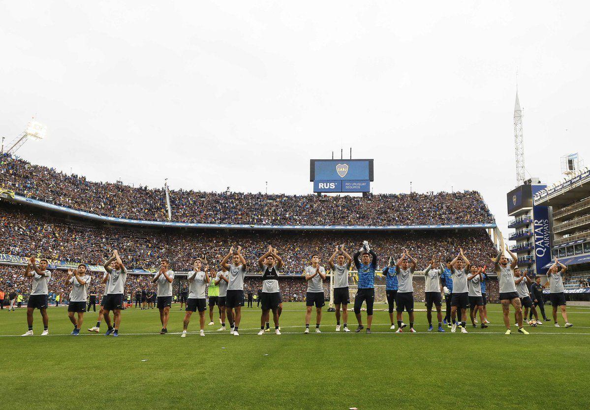 Los jugadores de Boca saludaron a la multitud que los acompañó