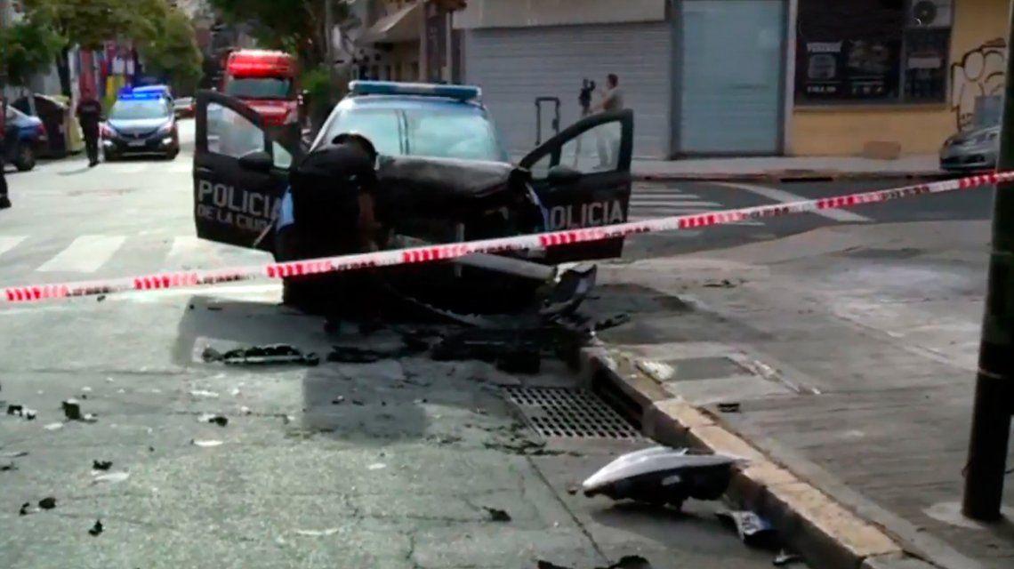 Once: un patrullero en persecución chocó con un colectivo y se incendió