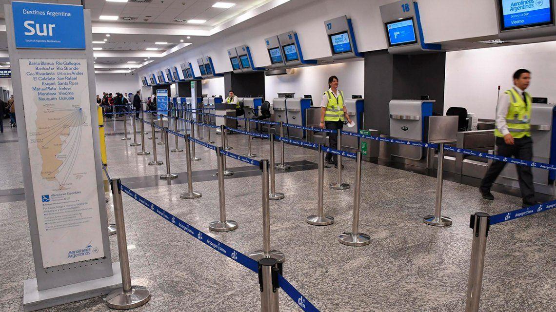 Gremios aeronáuticos advierten que podrían haber nuevos paros en Aerolíneas y Latam
