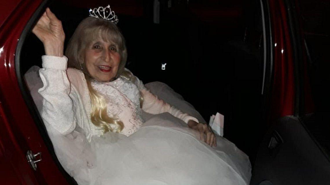 ¡Nunca es tarde para festejar! Cumplió 90 años, pero los celebró como una quinceañera