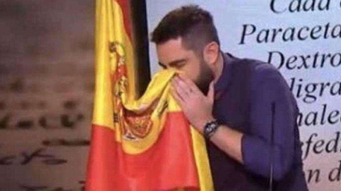 El humorista Dani Mateo, ante la Justicia por sonarse la nariz con la bandera de España