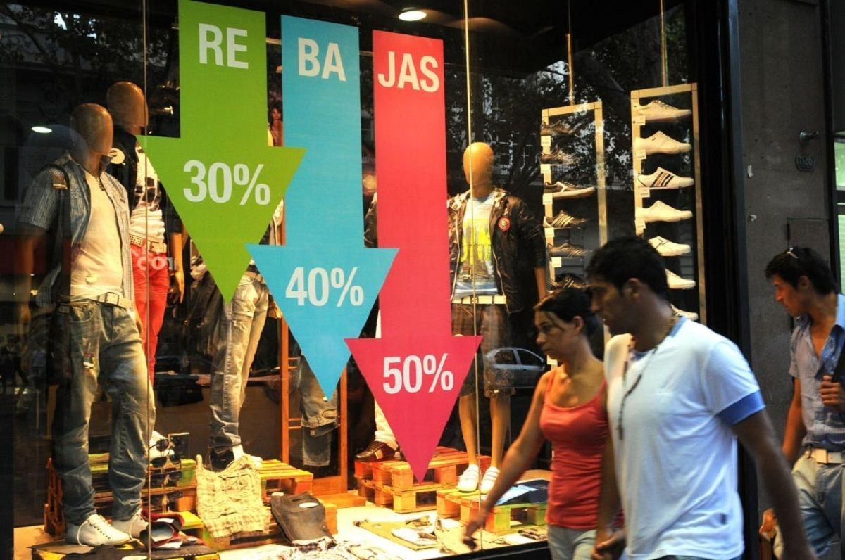 Un informe privado advierte que las ventas minoristas de derrumbaron un 19% en agosto