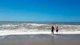 Mar del Sud: un hombre rescató a una nena de 13 años con su caña de pescar