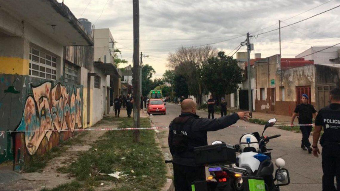 Tolosa: un hombre mató a su hijastro de 10 años, hirió a su pareja y se atrincheró