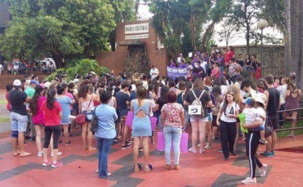 <p>Vecinos reclamaron por el femicidio</p>