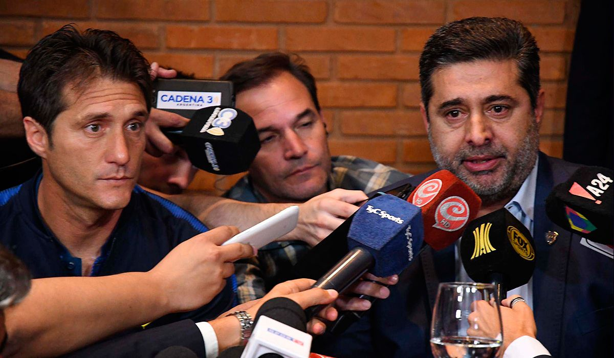 River-Boca: piden que declaren Angelici y Carrió por el operativo fallido en la Superfinal