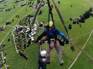 video: se lanzo en ala delta sin arnes de seguridad y casi cae al vacio