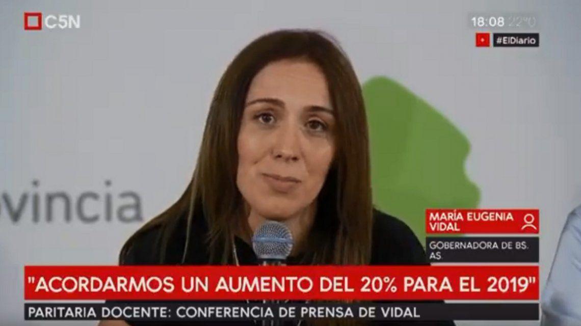 Vidal anunció un acuerdo salarial con gremios estatales y criticó a los docentes