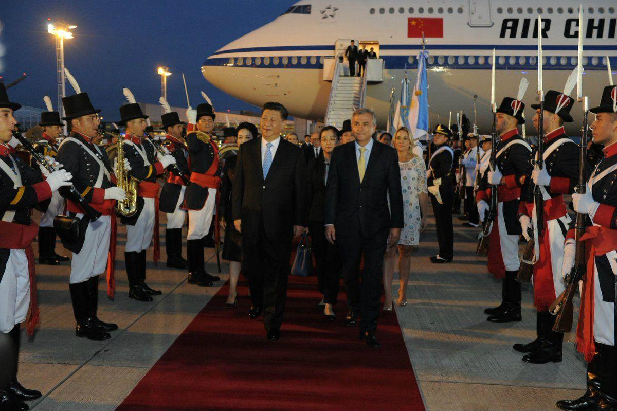 Puede fallar: la banda militar esperaba al presidente de China y se equivocó de persona