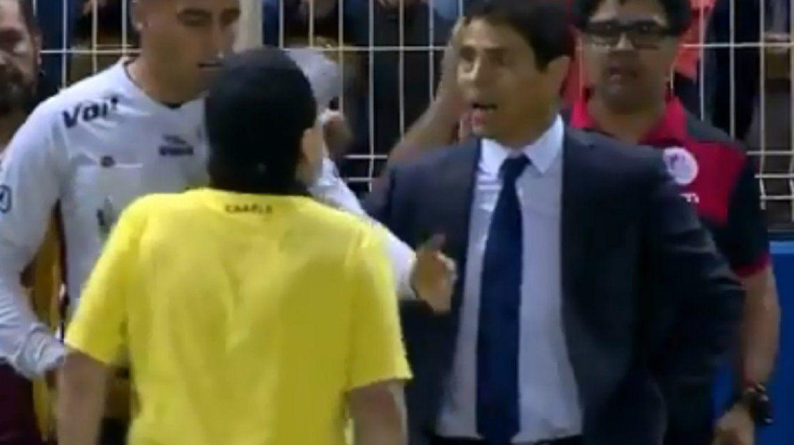 Dorados ganó la primera final, Maradona fue expulsado y se peleó con el DT rival