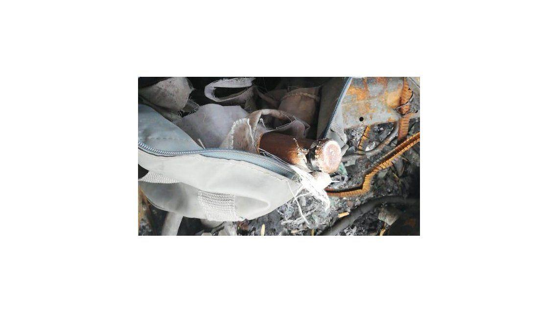 En el arranque del G20, encontraron ocho bombas molotov en un taxi quemado y abandonado en Constitución