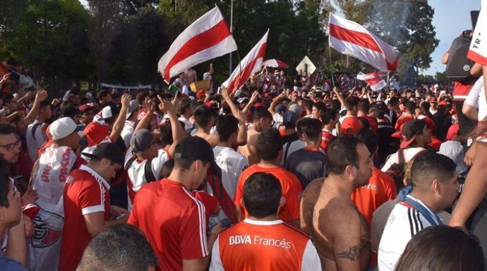 Los hinchas de River manifestarán su bronca con un banderazo en el Monumental