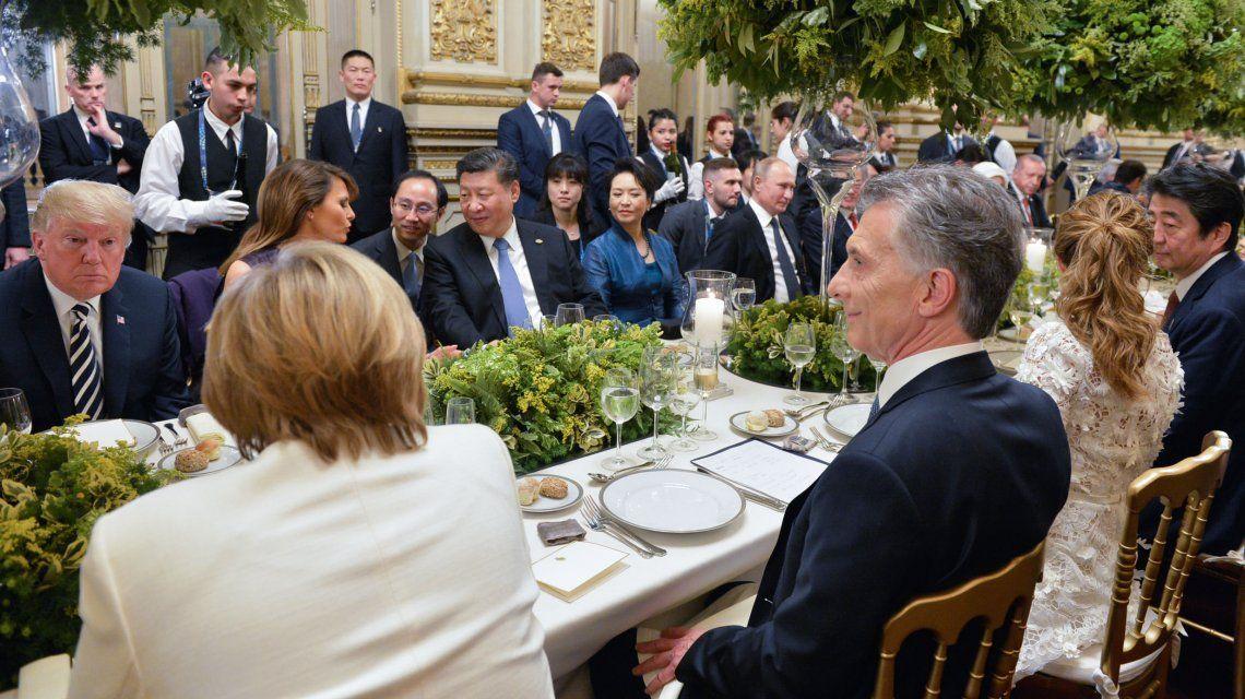 Mauricio Macri comparte mesa con Angela Merkel y Donald Trump