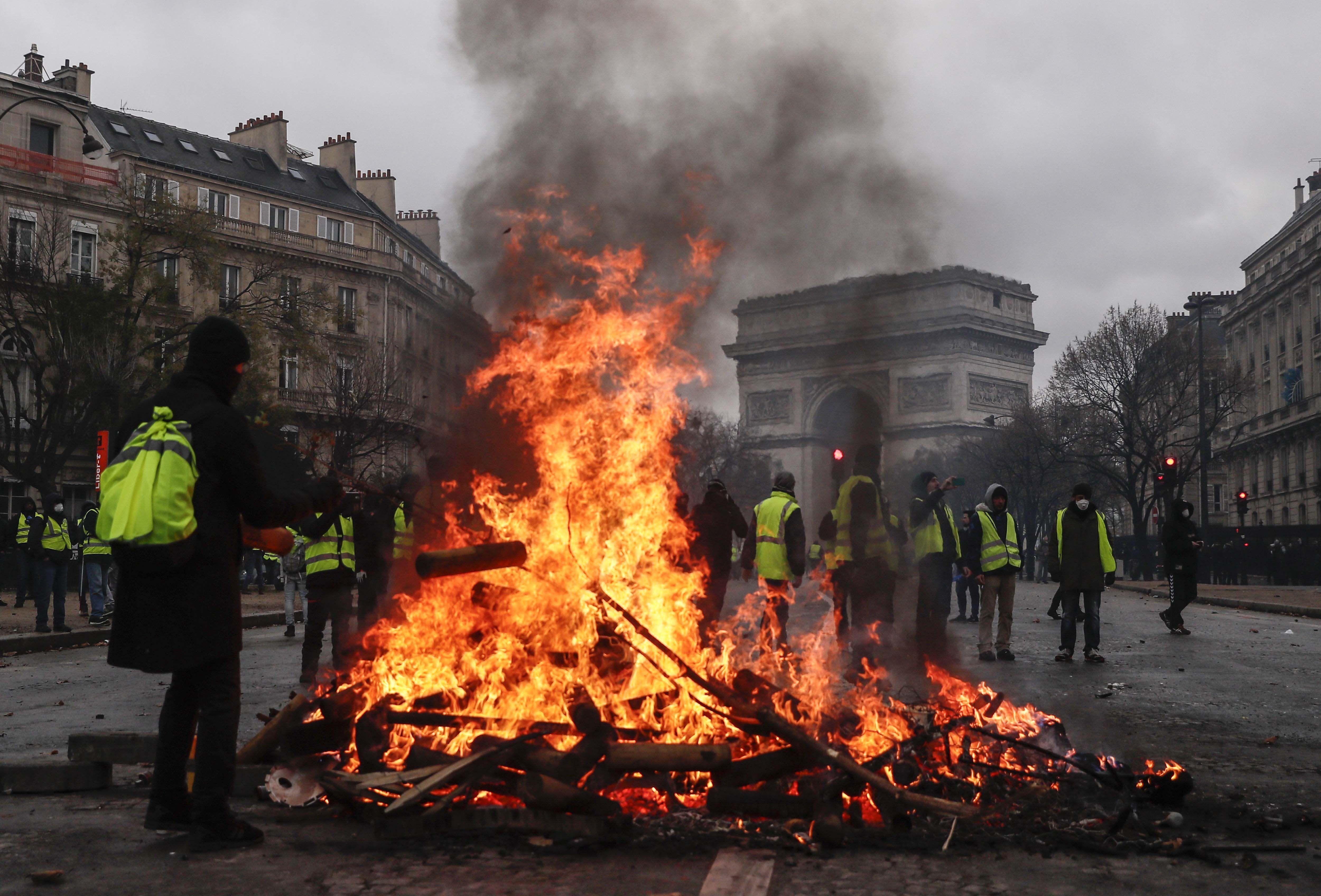Más de 100 detenidos por las protestas de los chalecos amarillos