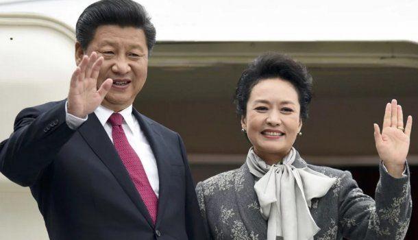 Peng Liyuan juanto a su marido Xi Jinping.