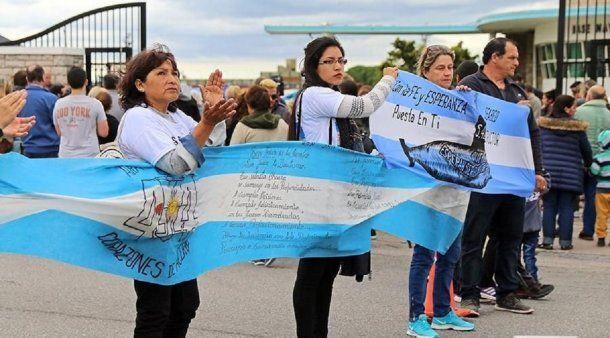 Familiares de tripulantes del ARA San Juan en Mar del Plata - Crédito: 0223.com.ar