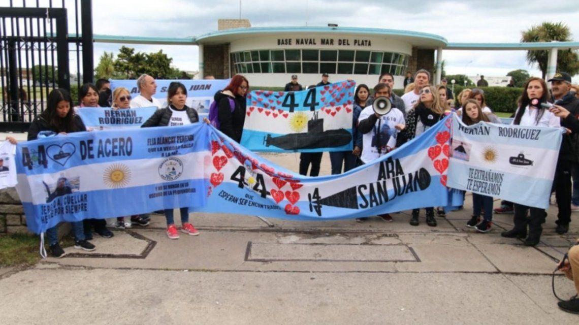 Familiares de tripulantes del ARA San Juan en Mar del Plata - Crédito:0223.com.ar