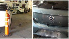 Un auto perseguía a los tiros a otro y ambos terminaron en un estacionamiento policial