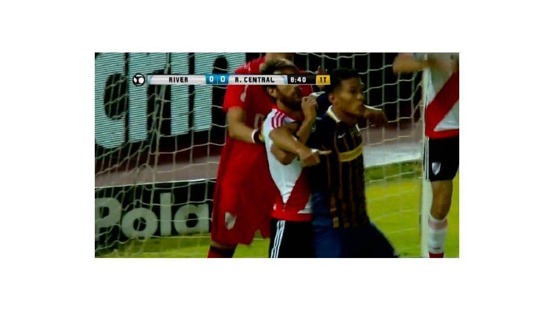 Ponzio toma a Teo Gutiérrez