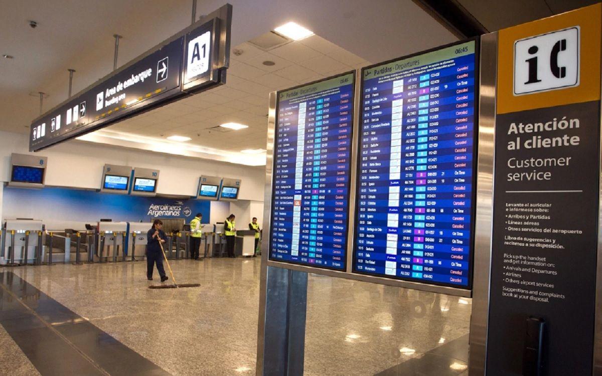 Vuelos demorados y cancelados en Aeroparque: los trabajadores realizan asambleas