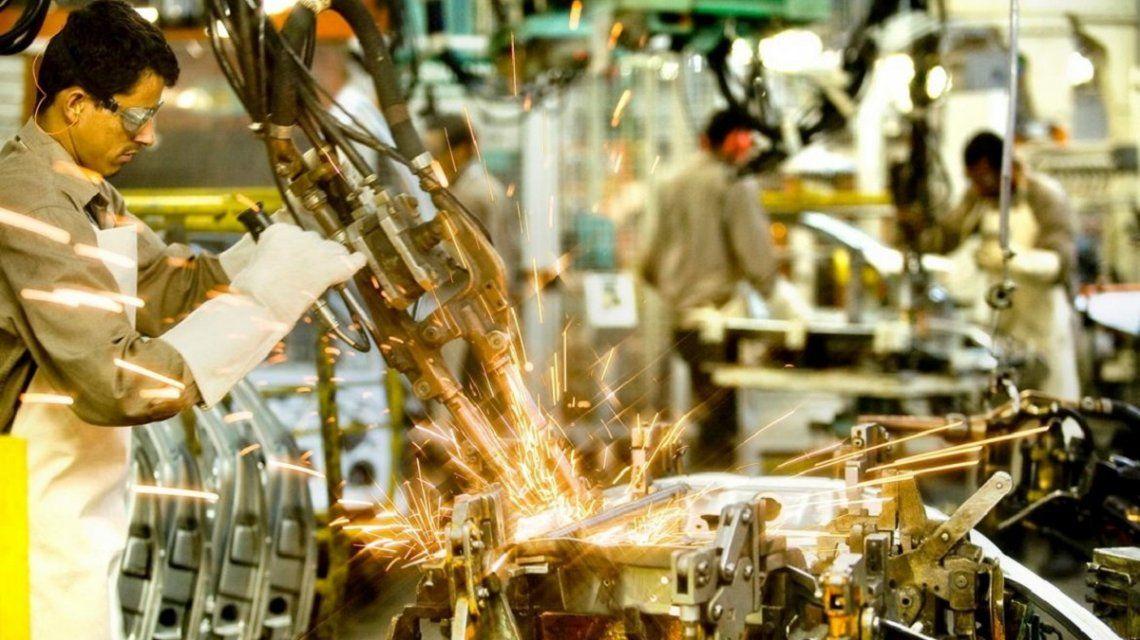 Por décimo mes consecutivo, la actividad económica se desplomó 4,8% en febrero