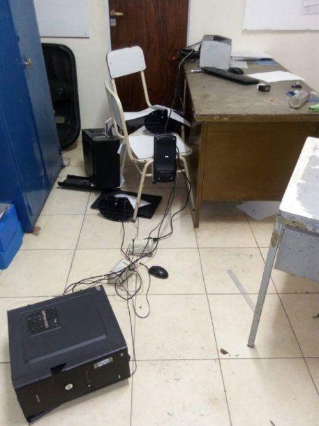 Así quedó la comisaría tras el violento motín. Foto: El Panorama.