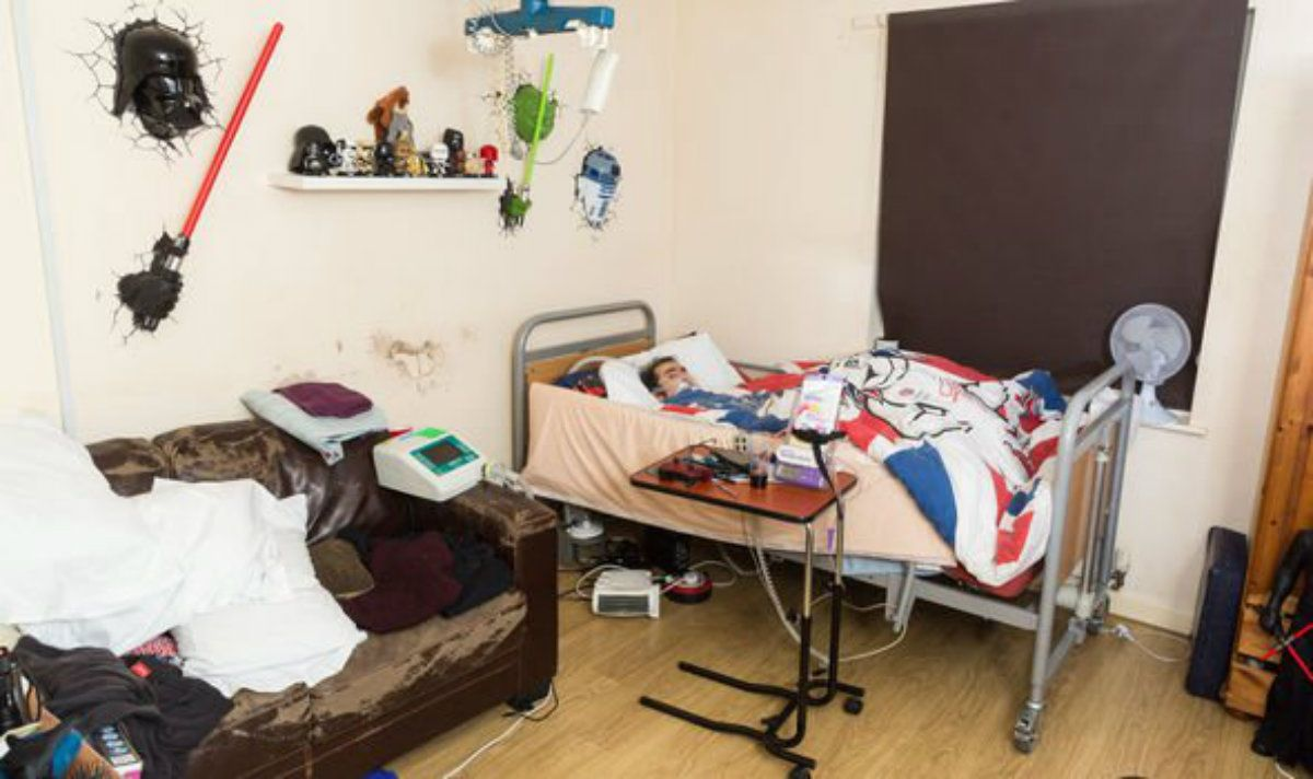 Podría pasar Navidad en la cama porque su Gobierno le sacó su silla de ruedas