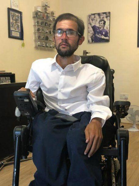 Baskaran, en la silla de ruedas que ahora es considerada peligrosa para él