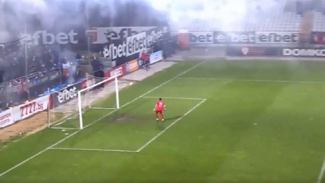 Escaptacula gol desde media cancha