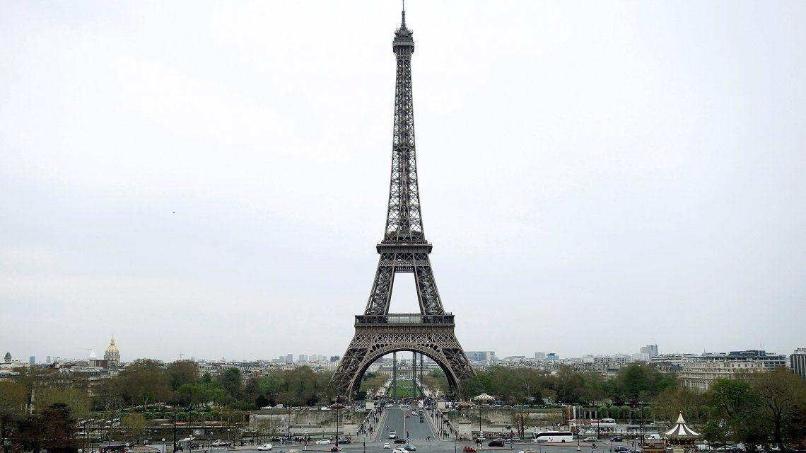 La Torre Eiffel cierra este sábado por la protesta de los chalecos amarillos