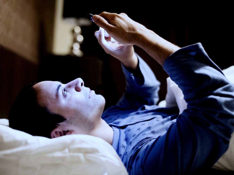 Un estudio de Google muestra cómo usamos el celular por la noche