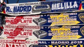 En Madrid venden bufandas que hermanan a River y Boca, pero con un error increíble