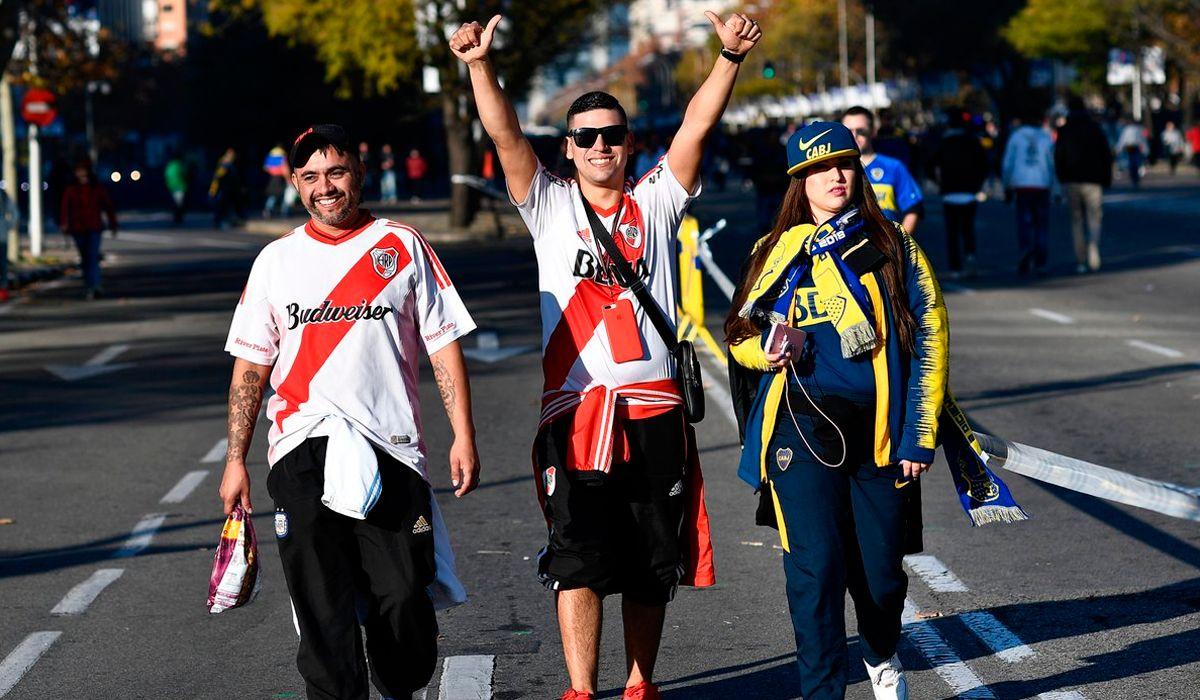 Abrieron las puertas del Santiago Bernabéu: así entran los hinchas de River y Boca al estadio