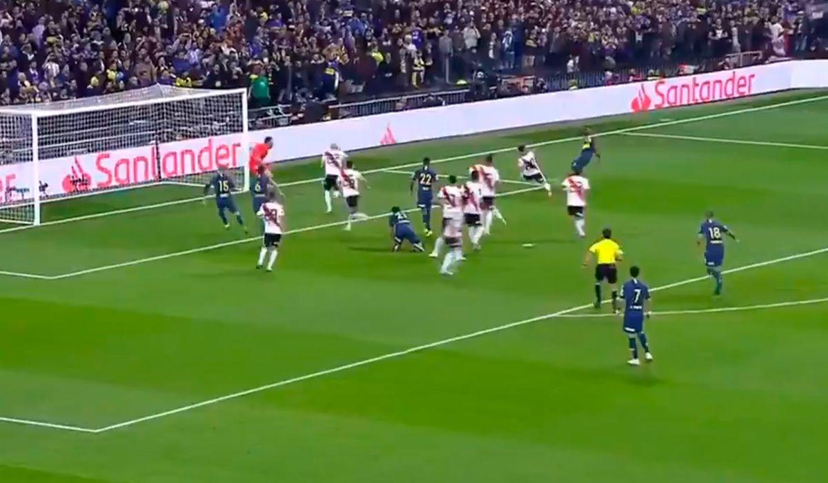 Otra vez se salvó River: Casco le tapó el gol de Boca a Pablo Pérez