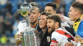 Maidana, Gallardo y Ponzio levantan el trofeo