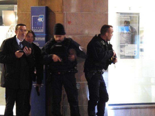 Policías sitiaron la zona<br>