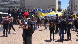Fanáticos de Boca destrozaron una camiseta de River en los festejos por el Día del Hincha