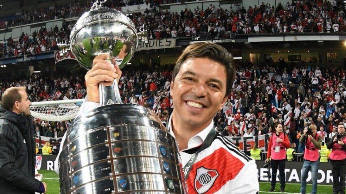 Marcelo Gallardo con la Copa Libertadores - Crédito: @CARPoficial