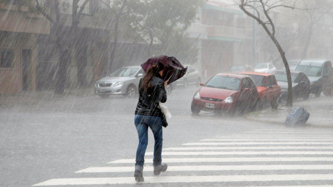 Rige un alerta por tormentas fuertes y ocasional caída de granizo en la Ciudad