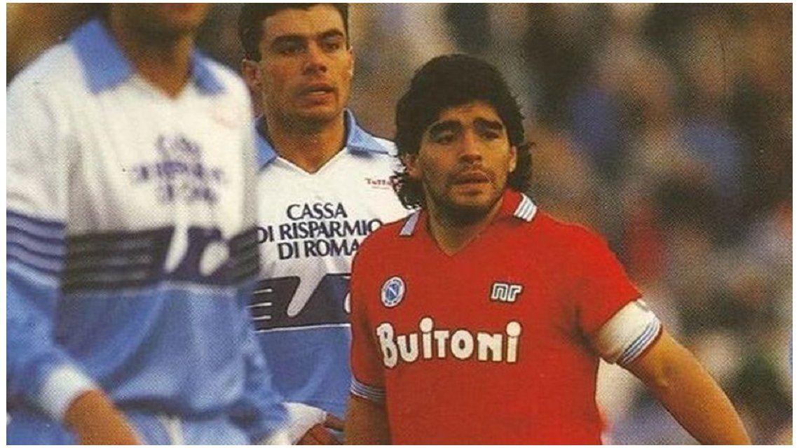 Pagaron 12 mil euros por la 9 de Maradona en el Nápoli