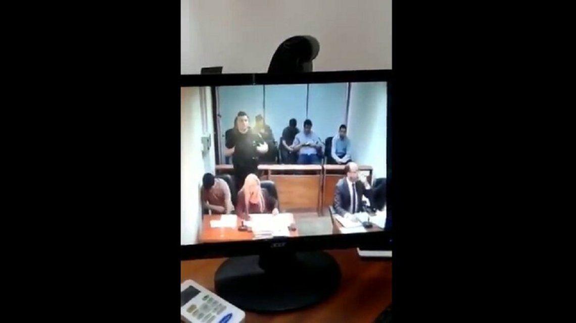 El preso escuchaba al fiscal cuando estalló