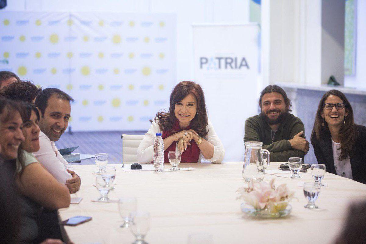 Cristina Kirchner recibió a militantes en el Instituto Patria