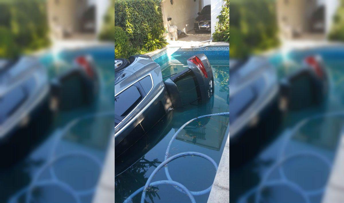 Me caí con la camioneta a la pileta: el insólito accidente que se viralizó por WhatsApp