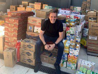 #llenosdenavidad la colecta de c5n y justo lamas llego a la tonelada de alimentos