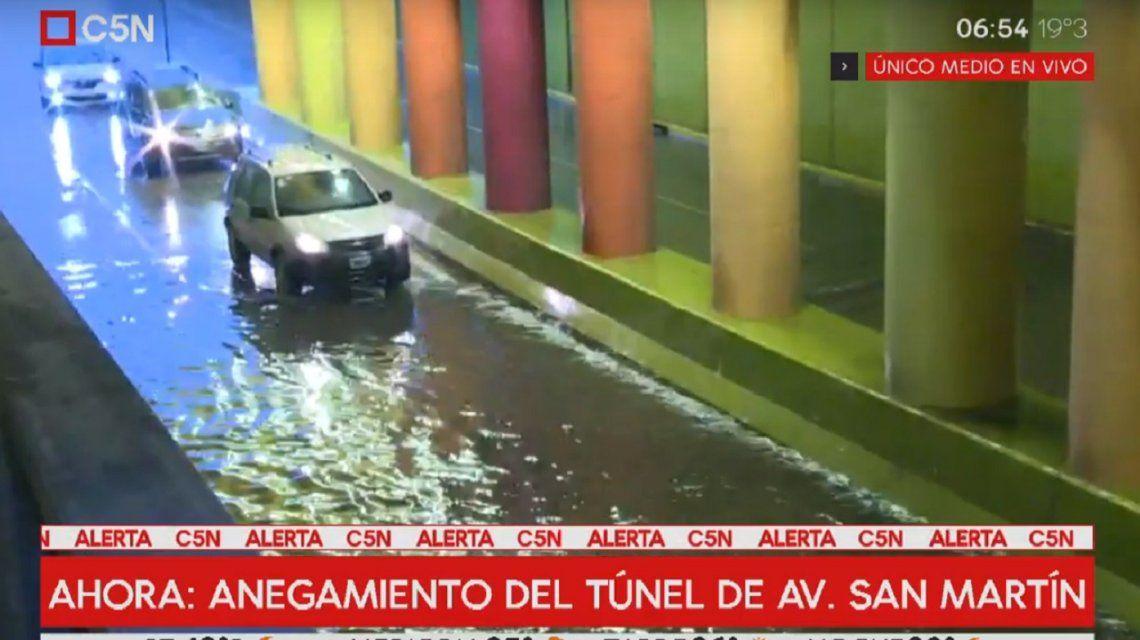 Por el temporal, está cerrado el túnel de la avenida San Martín