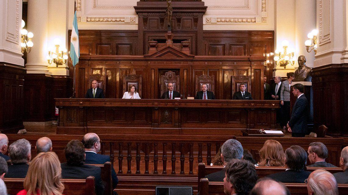 La Corte tuvo que aclarar una obviedad y ordenó frenar la difusión de escuchas ilegales
