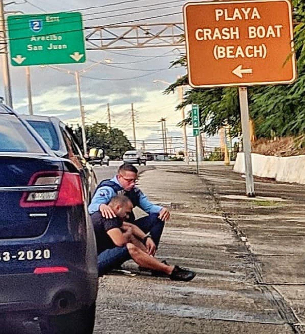 El gesto solidario de un policía iba a hacer una multa - Crédito:Gustavo A. Laabes González