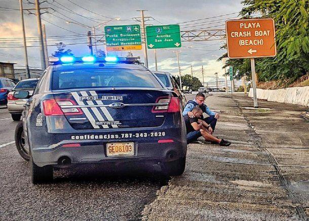 El gesto solidario de un policía iba a hacer una multa - Crédito: Gustavo A. Laabes González