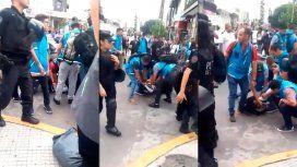 Tensión en Flores: la Policía detuvo a 4 manteros e incautó un camión con mercadería